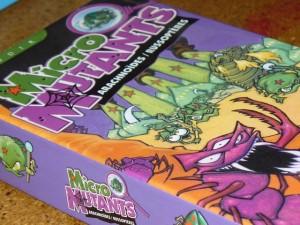 Des boîtes de Micro Mutants, j'en ai une de chaque exemplaire sortis il y a quelques années, à l'époque où nous avions organisé le seul et l'unique Micro Mutants Géant du monde ! Pour revoir tout ça, avec Martin Wallace ou encore Bruno Cathala à croupetons, suivez ce lien...