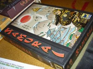 """La """"vieille"""" boîte de Samurai, avec son look que je n'aime pas trop mais avec, et c'est le plus important, à l'intérieur un jeu que j'aime beaucoup et que Tristan va donc découvrir ce soir..."""