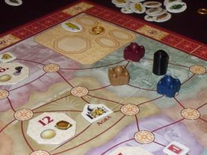 La première région a été résolue, avec un palais rouge posé par Jean-Luc, un bleu posé par Fabrice et un marron par moi. J'ai également empoché la tuile octogonale ayant joué deux éléphants. Etonnant début de partie, très calme, avec une seule carte jouée chacun...