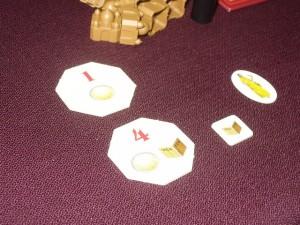 Pour le moment, je possède deux jetons octogonaux et un bonus de thé. Pas folichon, certes, mais j'ai une stratégie mixte avec une chaîne de palais qui commence à rapporter aussi...