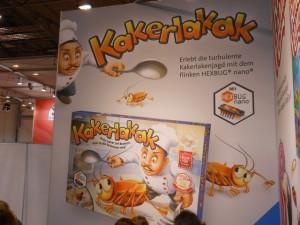 Kakerlakak était joliment mis en avant sur le stand Ravensburger mais il était particulièrement difficile à trovuer pour ceusses et ceux qui voulaient se le rapporter... Ouf, on l'a chopé le dimanche après-midi, sur un stand du hall 1, et deux grenoblois se sont joints à moi pour cet achat groupé. Salut à eux...