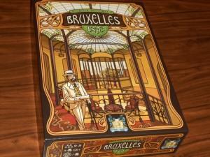 La splendide boîte de Bruxelles 1893 est donc de sortie par chez nous ce soir, avec la venue de Pierre et François, accompagnant les régionaux de l'étape que constituent Fabrice, Françoise et moi-même...