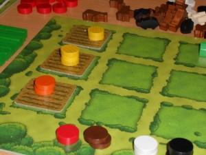 Ah, l'agriculture comme je l'aime !!! Trois champs cultivés à présent, avec deux champs de céréales et un champ de légumes...
