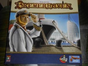 Le look de la boîte fait irrésistiblement penser à Le Havre. Si je vous dis que l'éditeur est le même, vous me direz sûrement que l'auteur aussi. Et bien non ! Ici, point de Uwe Rosenberg, non, mais Robert Auerochs, lauréat du concours Hippodice en 2010. Bon, on est quand même dans un jeu sur un port...