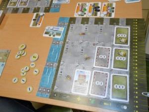La zone de Tristan quand on arrête le jeu. Avec 4 points de prestige et 28 d'argent (merci la Banque !), il termine avec 4x28 = 112 points de victoire ! Joli système de calcul, très pur, d'ailleurs...