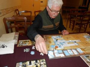 Gérard semble bien pris par le jeu et son intelligent mécanisme de progression assez réaliste finalement...
