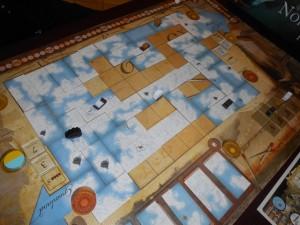 Alors que mon traîneau va collecter le jeton Détroit à sa droite (étoile jaune), mon bateau vise à court terme le jeton carré Inuit proche de lui. Le seul qui me manque pour réussir une série complète de tous les jetons. Mais. Oui, il y a un gros MAIS... :-(