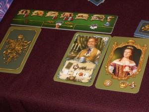 Je commence ma série de conservation de la carte Premier Joueur (à droite)... Fabrice était premier au premier tour, puis au deuxième (personne n'avait pris la carte), mais je la choisis et réussirai à la conserver, en la prenant à chaque tour, jusqu'à l'avant-dernier tour de jeu !!! Il faut dire qu'avec les £5 qu'elle apporte et le gros avantage de profiter en premier du plateau, cela me paraissait vraiment crucial...