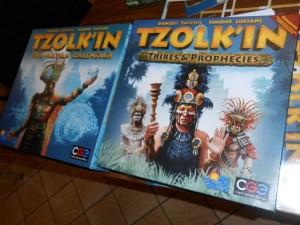 Au départ, j'étais réticent ou sceptique à l'idée d'ajouter une extension à Tzolk'in, un jeu qui se suffit parfaitement à lui-même selon moi. Et puis, une fois la règle lue, il m'a semblé intéressant de découvrir ces pouvoirs de tribus particulièrement puissants et ces prophéties, sans parler de la possibilité de jouer à 5... Maintenant, il sera bien rare que je joue sans :-)