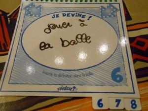 """Du grand grand gala là ! Maitena écrit """"Jouer à la balle"""", ce qui est assez probable au vu dessin de Tristan !!! Comme quoi, on peut vraiment aller n'importe où à partir d'un dessin initial... D'""""Avocat"""" à """"Jouer à la balle"""", il fallait le faire..."""