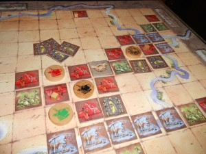 Allez, il fallait bien que je m'y colle avec mes tuiles noires : j'attaque le royaume noir de Tristan et je m'en empare !