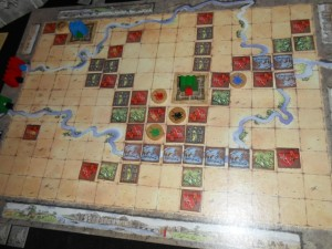 Après des conflits en ma faveur pour les couleurs bleu, rouge et verte, voici à quoi ressemble le plateau. Je peux dire que Tristan a enfin compris, de manière violente OK, combien les conflits externes pouvaient être lucratifs en cubes...