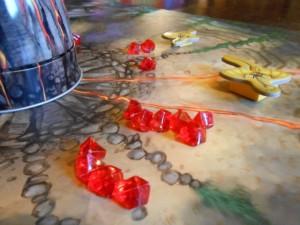 Plein plein de rubis devant les dragons jaunes de Leila. J'espère qu'elle va réussir à gagner cette fois ;-)