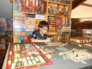 Tristan est hyper concentré mais la partie va assez vite, c'est cool...