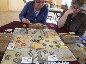 Le jeu tourne très bien, c'est le souvenir que j'en avais, et il semble qu'on puisse tenter pas mal de stratégies différentes...