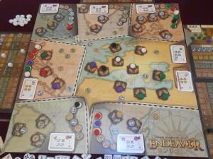 Fin de la manche avec une Europe complètement prise d'assaut par les 5 joueurs : Yohel et moi avons 3 villes chacun, Béatrice et Fabrice 1. Mais, clairement, la bagarre n'est pas terminée sur place...