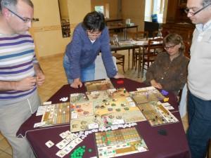 Endeavor est aussi un jeu qui se joue debout, particulièrement lorsqu'on arrive dans le money time ! Il ne nous reste plus que deux manches...