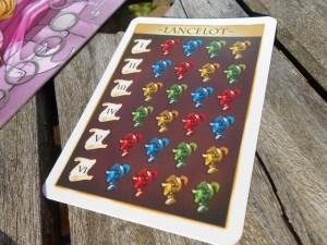 A deux joueurs, l'une des deux règles proposées me paraît la plus vicieuse, donc la meilleure : on joue chacun deux couleurs (jaune + rouge pour Tristan, bleu + vert pour moi), avec un ordre du tour qui est imposé par la carte ci-dessus. Ensuite, il y a un truc du genre partage de gâteau que j'adore...