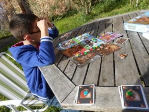 Le plus savoureux dans cette variante à deux est ce moment de partage des cartes, et en plus on le fait deux fois : avec les 6 cartes piochées puis avec les 6 cartes obtenues !