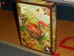 Oh la belle boiboîte qui donne irrésistiblement faim ! Que ces champignons sont appétissants... Prévu uniquement pour deux joueurs, ce jeu va nous permettre de découvrir qui est le meilleur ramasseur de champignons...