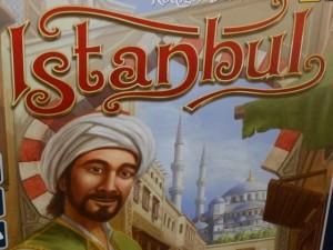 Istanbul annonce immédiatement la couleur : on va parcourir le marché de la célèbre capitale turque, à la recherche de la perle rare, dans l'idée de réaliser les meilleures opérations pour terminer le premier avec 5 rubis collectés...