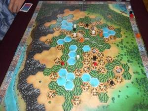 Fin du quatrième tour de jeu, avec une avance que Tristan entretient grâce aux bassins. Sinon, les positions auprès des palais, en vue du décompte final, se paient cher maintenant...