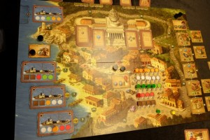 Voici le plateau final, avec toujours mes 3 petits points d'avance au score. Et il reste à décompter les bâtiments de chacun...