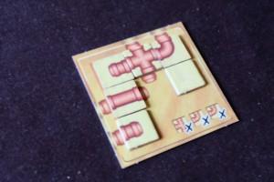 """Ah, ça y est, je viens de réussir mon premier puzzle de la série des tuyaux. Je trouve que cette série est plus abordable, plus simple à appréhender pour moi en tout cas, que les pesées. Pour le moment. Par contre, les blocs me semblent encore plus délicats. Quant au tangram, je pense qu'ils sont les plus """"faciles""""..."""