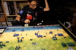 Oui, ce jeu est aussi un jeu de dés :-) Ici, Tristan tente de détruire mes chars avec les siens...