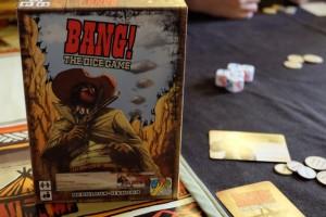 Retour au pays de Bang ! the Dice Game... Un jeu d'ambiance, avec des rôles cachés pour chacun, sûrement le jeu que je préfère dans sa catégorie...