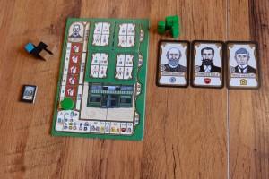 Mes éléments, avec aucune carte bonus placée à droite de mon plateau (étonnant ça...) et seulement deux pauvres maisons construites. C'est clair que mes majorités de quartiers auront du mal à suffire... Mais qu'aurais-je dû faire ? Etienne, si tu me lis...