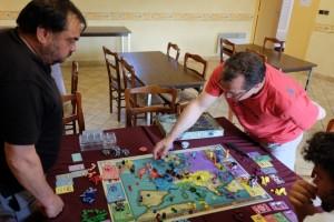 Jean-Luc souffre de ne contrôler aucune nation depuis plusieurs tours alors que l'alliance anglo-française que j'entretiens au nord, jusqu'à ce que Thibault me reprenne le contrôle rouge, gêne beaucoup Fabrice et ses allemands...