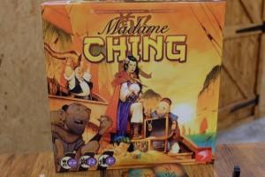 La boîte de Madame Ching, dans la même série qu'Augustus du même éditeur, est magnifique ! On espère que le jeu nous plaira autant...