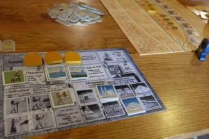 Fin de première manche sur trois, avec des collectes de pharaons (1), civilisations (1), de Nil et crues (4 en tout) et de monuments (3) pour moi.