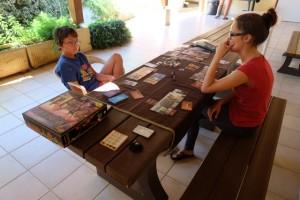 C'est vrai que ce jeu est excellent : on passe un super moment en plein après-midi avec Maitena et Tristan...