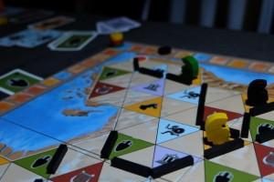 Aïe, Tristan a réussi à défausser les 8 cartes requises pour placer son pion jaune dans ce très lucratif royaume de 12 PV...