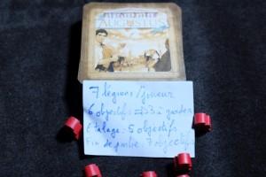 Ce qui est bien avec Augustus, c'est qu'on n'a besoin que d'un bête petit sac et de ce mini-résumé de la mise en place pour y jouer. Un jeu spécial vacances en quelques sortes...
