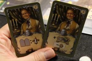 Les combos de cartes peuvent être fortes. J'adore les deux cartes ci-dessus : la première pour scorer grâce à mes nombreuses robes, la seconde pour payer moins cher des positions avantageuses...