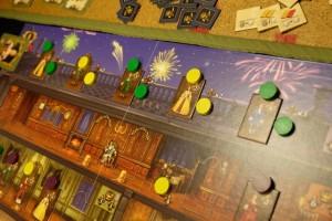 Et le feu d'artifices se déroule pour le plus grand plaisir de ces nobles ainsi montés sur la terrasse...