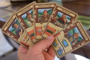Voici mon choix de 5 cartes pour la quatrième et dernière manche... A noter que j'y ai glissé le Fournisseur, un personnage que je ne joue jamais mais, pour une fois, il peut pallier un manque de ressources en toute fin de partie...
