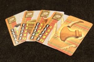Je ne me prive pas pour empocher encore 12 PV grâce à cinq cartes d'enclos jouées en même temps. Ca tombe bien : je suis présent dans cinq quartiers, moi :-)