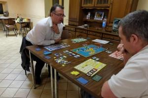 A 4 joueurs, on découvre que le jeu est carrément hyper tendu sur le plateau principal, en raison d'une promiscuité non négligeable et des attaques potentielles qui peuvent faire peur...