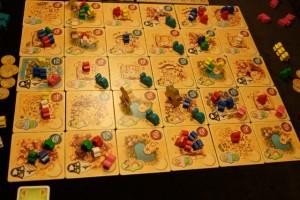 Il ne me reste plus que 3 chameaux et je compte bien clôturer rapidement cette partie que je ne suis pourtant pas sûr de gagner (Tristan a investi à fond sur les cartes, axe de jeu que j'avais aussi privilégié au départ avant de laisser tomber)...