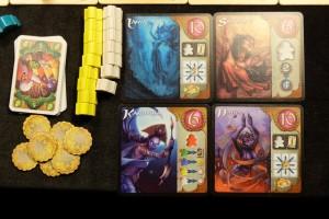 Et voici mes 4 Djinns, accompagnés de son florilège de meeples jaunes et blancs. Au niveau des cartes, je ferai aussi un sacré score. Je suis, moi aussi, satisfait de ma partie...