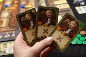 Ayant usé et abusé du renvoi de cartes d'ouvriers, tout en en ayant recruté certains autres, je peux me permettre de démarrer avec une main de... trois maîtres !!!