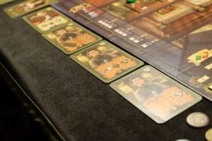 Et voici les 4 dernières cartes proposées à la vente. Au vu de la première orange, en haut, je sens que je vais aller la chercher pour éviter que Yann, le roi de la carte, ne s'en empare...