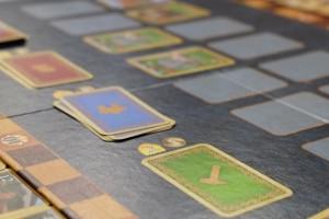 Ca y est, on est dans le dernier tour : la pile de cartes vertes est épuisée et il ne nous reste plus qu'à terminer ce tour avant de compter les points. A noter qu'il n'y a qu'une seule carte noble dans la pile et que je me gausse d'avance de mon bon coup à venir...