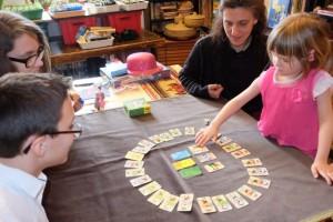 Pour Leila, clairement, le jeu est trop rapide et frénétique pour elle. A la manière de Rings Up ! il y a quelques jours, ce jeu se doit d'être joué entre personnes du même âge (pour les enfants) ou entre adultes de même faculté de perception...