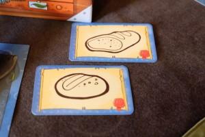 Incroyable étonnement lorsqu'on a eu, dans le même tour de jeu, deux dessins successifs représentant le même élément : du pain ! Leila a fait celui du bas, Tristan celui du haut et, dans l'histoire, c'est moi qui ai remporté les points du deuxième dessin, Julie comme Maitena ne croyant pas la chose possible...