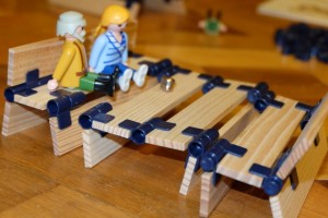 Autre construction, purement créative cette fois, avec cette sorte de banc pour les petits personnages...